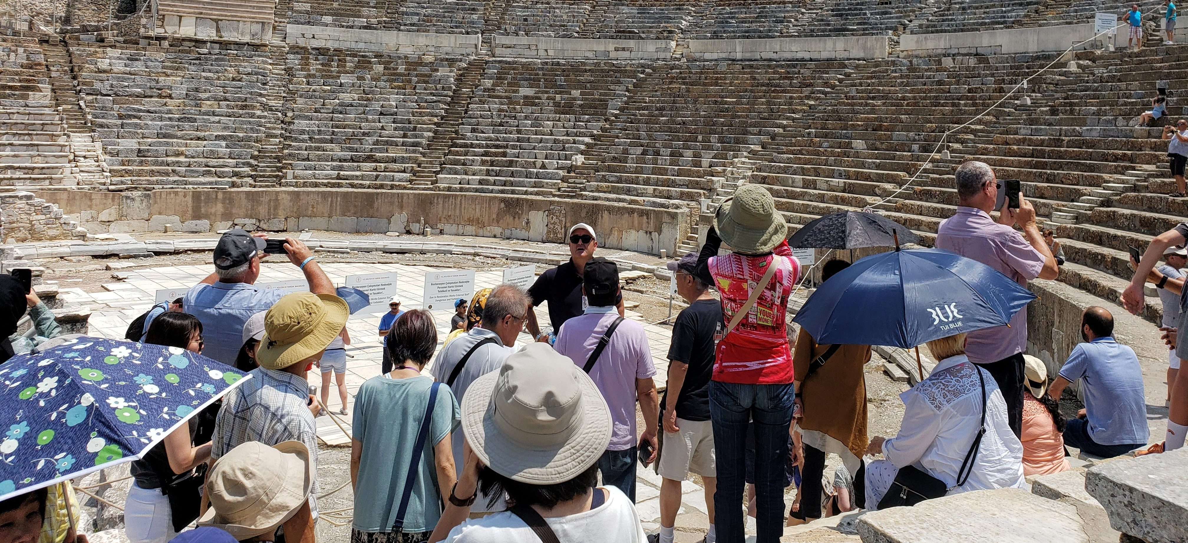The Pros and Cons of Group Tours